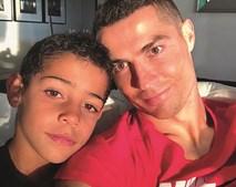 Cristianinho é o filho mais velho do craque português. Nasceu fruto de uma barriga de aluguer