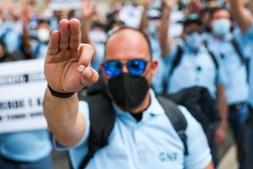 Protesto de polícias em frente à AR