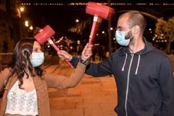 Balões, fogo de artifício e multidões num S. João diferente no Porto