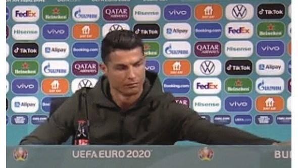 Ronaldo afasta garrafas de coca-cola antes da conferência de imprensa do Euro2020 e diz que prefere água