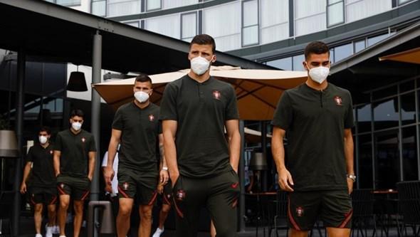 Seleção Nacional faz passeio matinal antes de encontro com a Alemanha. Veja as imagens