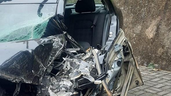 Jovem médica ferida em colisão entre carro e carrinha na Feira