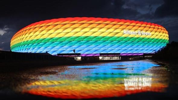 """UEFA diz vestir cores do arco-íris com """"orgulho"""" e lembra empenho na luta contra a discriminação"""