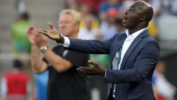 Tribunal Arbitral do Desporto reduz suspensão por corrupção do ex-selecionador da Nigéria