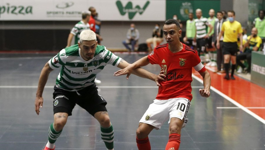 Sporting vence Benfica e adianta-se na final do campeonato de futsal