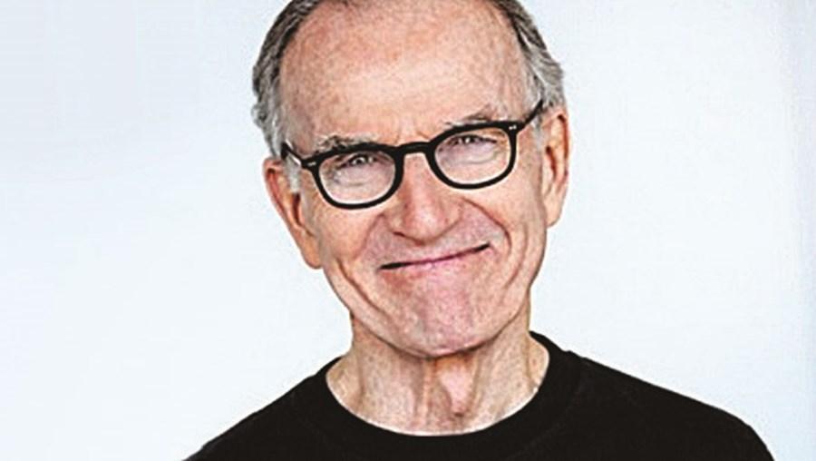 Robert Hogan tinha 87 anos