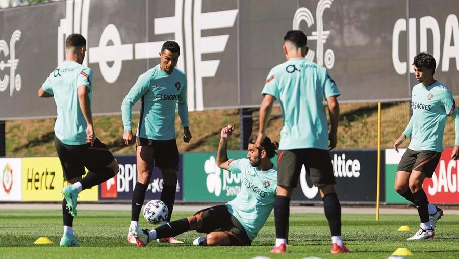 Maioria dos jogadores que treina às ordens de Fernando Santos está vacinada. Só os infetados há menos de seis meses ainda terão de aguardar