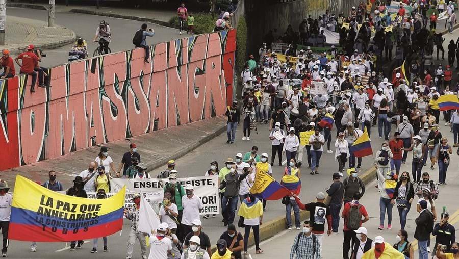 Muitos colombianos inocentes foram mortos na guerra contra as FARC, porque era preciso apresentar resultados. Um capítulo tenebroso na história da Colômbia