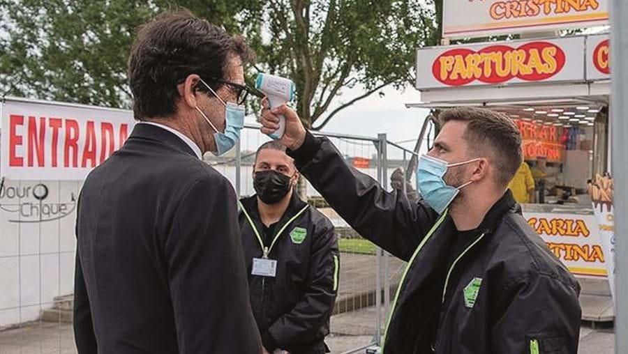 Rui Moreira, presidente da Câmara do Porto, não escapou à medição de temperatura à entrada do 'fun park' do Calém