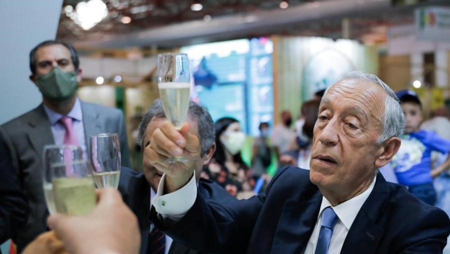 Marcelo volta a dizer que País 'não vai voltar atrás' no desconfinamento