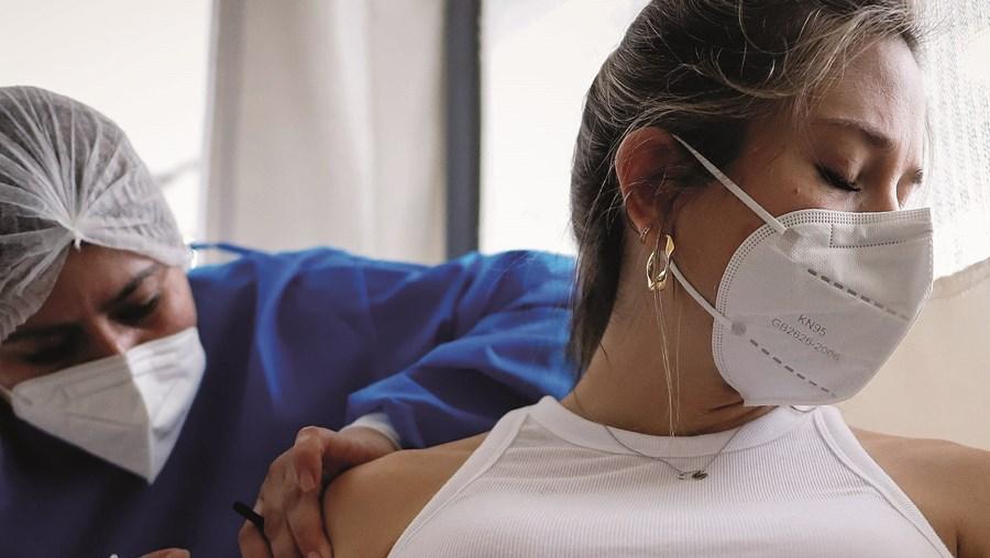 Especialistas defendem a inclusão das grávidas nas listas de prioritários para a vacina