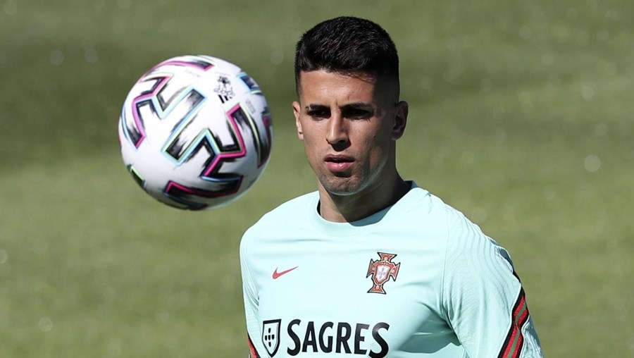 João Cancelo testou positivo à Covid-19 e abandonou o estágio da Seleção