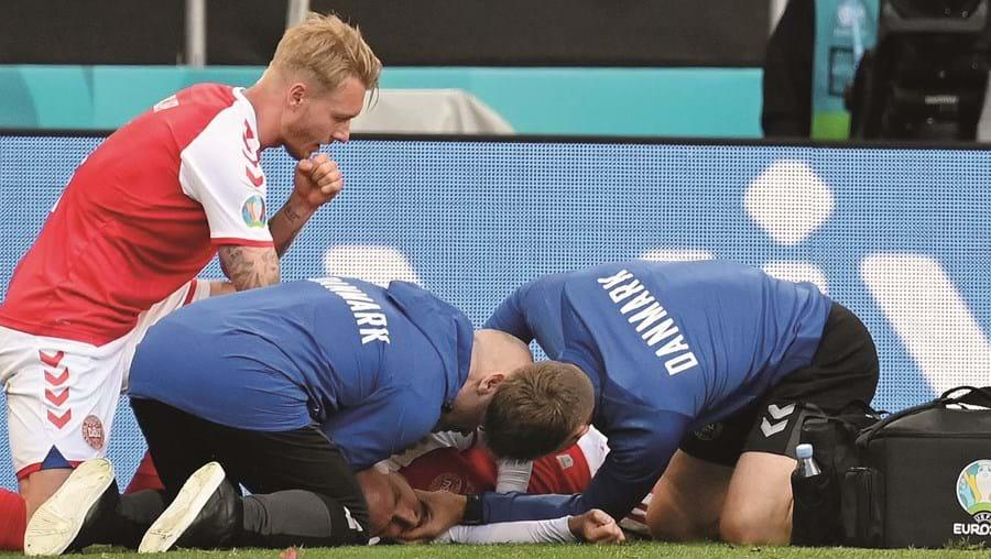 Eriksen ficou inconsciente e os clínicos aperceberam-se de que necessitava de manobras de