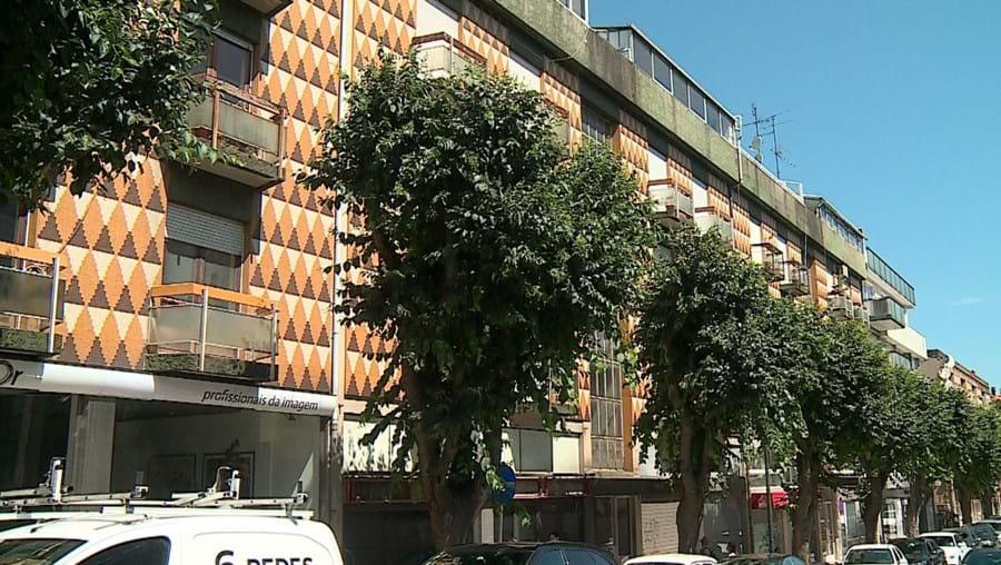 Mulher cai de 2º andar em Guimarães