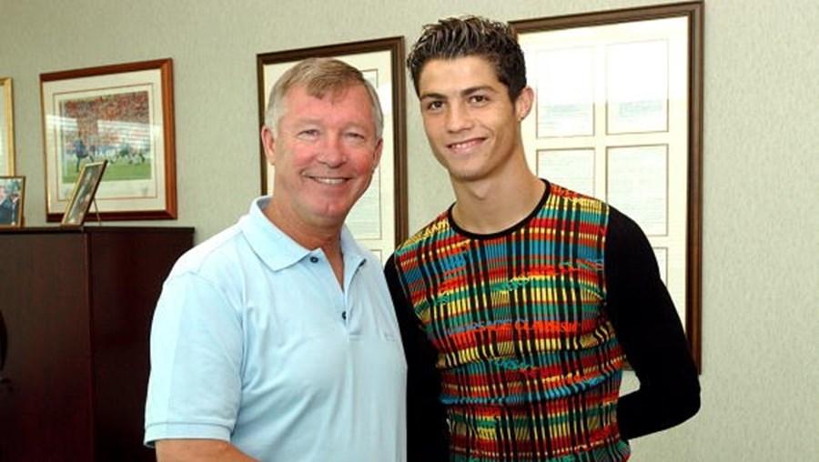 Alex Ferguson esperou três horas no estacionamento para contratar Cristiano Ronaldo