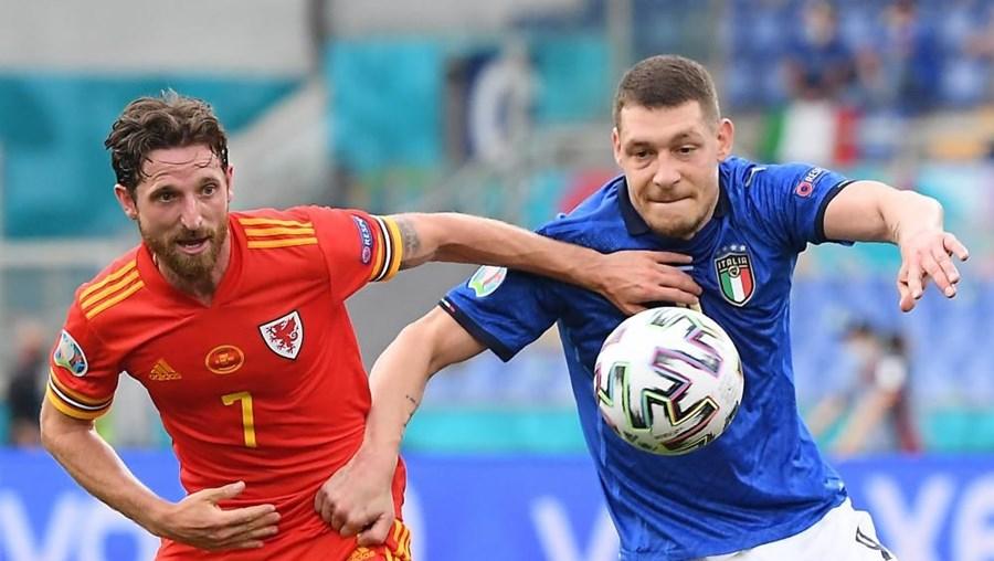 País de Gales derrotado por Itália mas ambas as seleções garantidas nos oitavos de final