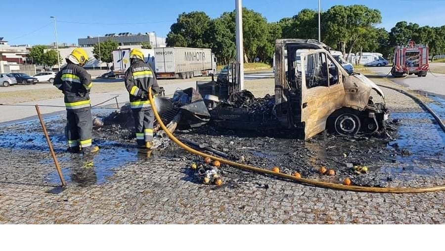 Incêndio destrói autocaravana em Esposende