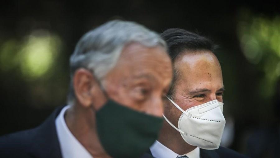 Marcelo Rebelo de Sousa e Medina em visita a centro de vacinação