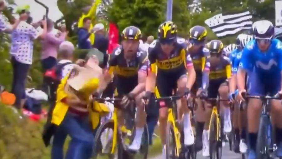 Adepta provoca queda de dezenas de ciclistas no Tour de França