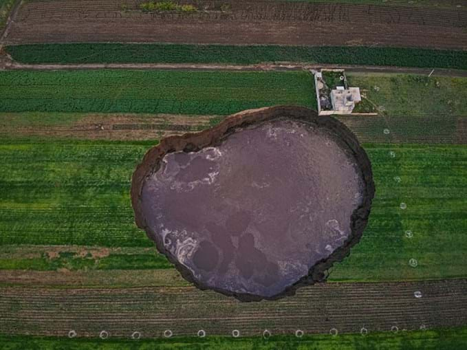 Cratera ameaça engolir casa no México