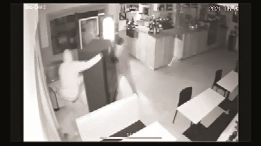 Quatro homens demoram pouco menos de dois minutos a assaltar café em Porto de Mós