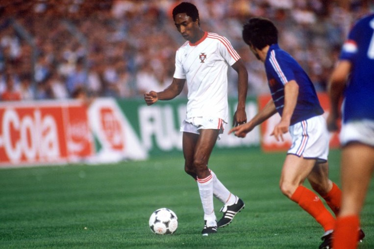 Derrota por 3-2, nas meias-finais do Europeu de 1984, afastava os portugueses da primeira grande final de uma competição