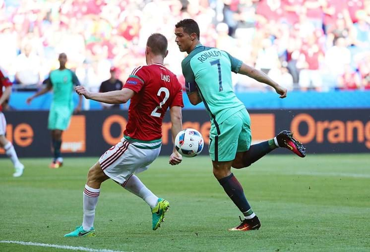 Cristiano Ronaldo marca de calcanhar à Hungria no Euro2016