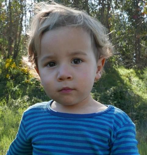 Noah tem dois anos e meio. Um caso raro de sobrevivência