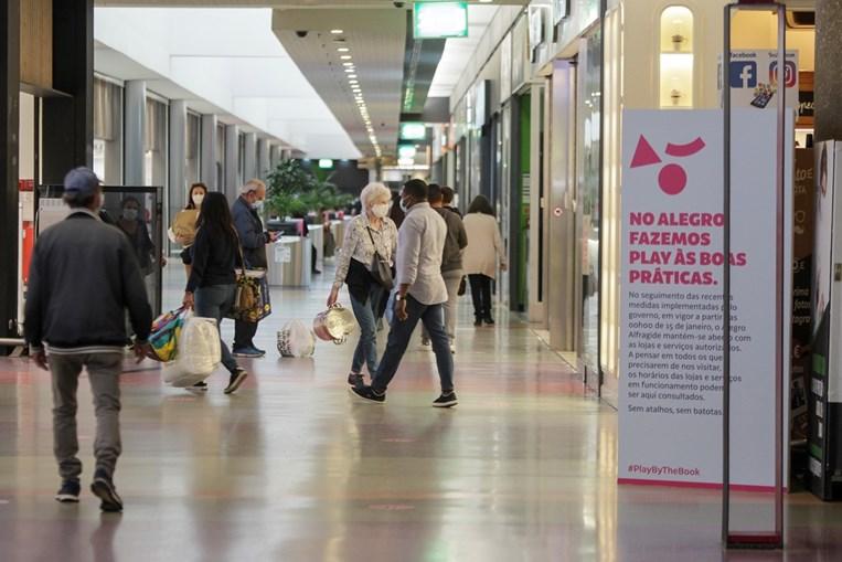 Mesmo com o desconfinamento, o negócio dos pequenos lojistas, de centros comerciais e de rua, ainda não recuperou