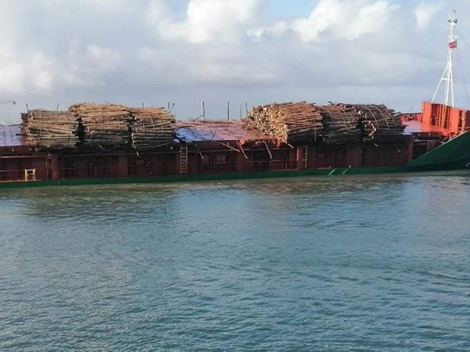 Deslizamento de carga de navio mercante à entrada da barra da Figueira da Foz