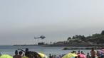Meio aéreo abastece em praia de Cascais para combater violento incêndio em estação de tratamento de lixos
