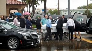 Funeral de casal e duas filhas foi o primeiro a realizar-se entre as vítimas de colapso de prédio em Miami