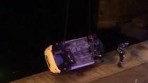 Homem de 35 anos morre em despiste de carro que caiu ao rio douro no Porto