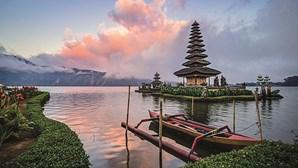 Ilha indonésia de Bali reabre para turistas de vários países, incluindo Portugal