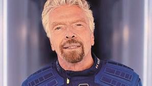 Bilionários seduzidos pelas estrelas entram na corrida ao Espaço. Richard Branson voa às 15h30