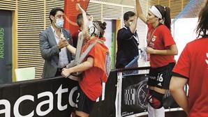 Rui Costa festeja título de hóquei em patins feminino, o primeiro como presidente do Benfica