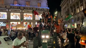Fogo de artifício e um trator no centro histórico, assim se celebrou a vitória do Euro 2020 em Milão