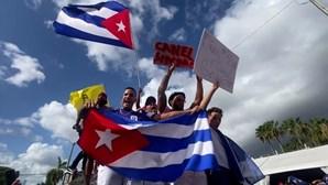 Centenas manifestam-se no bairro 'Little Havana' em Miami em solidariedade com protestos em Cuba