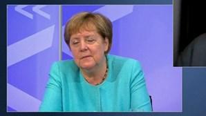 Chanceler alemã apanhada a dormitar durante reunião online. Veja as imagens