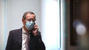 """Bastonário dos Médicos diz que é """"erro"""" abdicar da matriz de risco da Covid-19"""