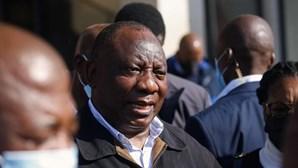 """Presidente sul-africano diz que violência no país foi """"instigada, planeada e coordenada"""""""