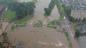 Ruas transformadas em rios em cidade dos Países Baixos