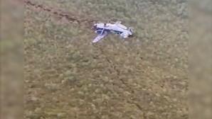 Vídeo mostra avião russo que sofreu acidente durante aterragem de emergência