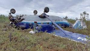 Salvaram-se todos os passageiros do acidente com avião russo. Veja as imagens do desastre
