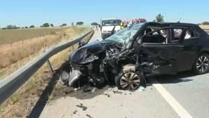 Um morto e quatro feridos em colisão entre dois carros em Santiago do Cacém