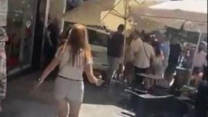 Dez feridos após carro invadir esplanada de bar em Málaga