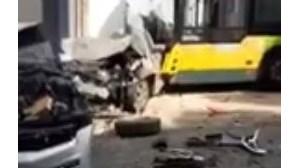 Carris anuncia inquérito a acidente de autocarro que fez três feridos. Bebé de sete meses entre as vítimas
