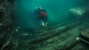 Encontrados vestígios de navio e cemitério em cidade submersa no Egipto