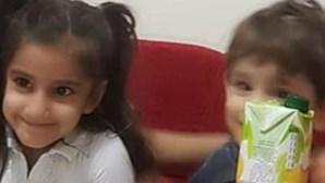 Cadáver de menino de três anos encontrado de mãos dadas com irmã que o tentou salvar em lago na Turquia