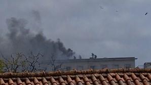Obra com maçarico no telhado do Palácio da Justiça na origem do fogo